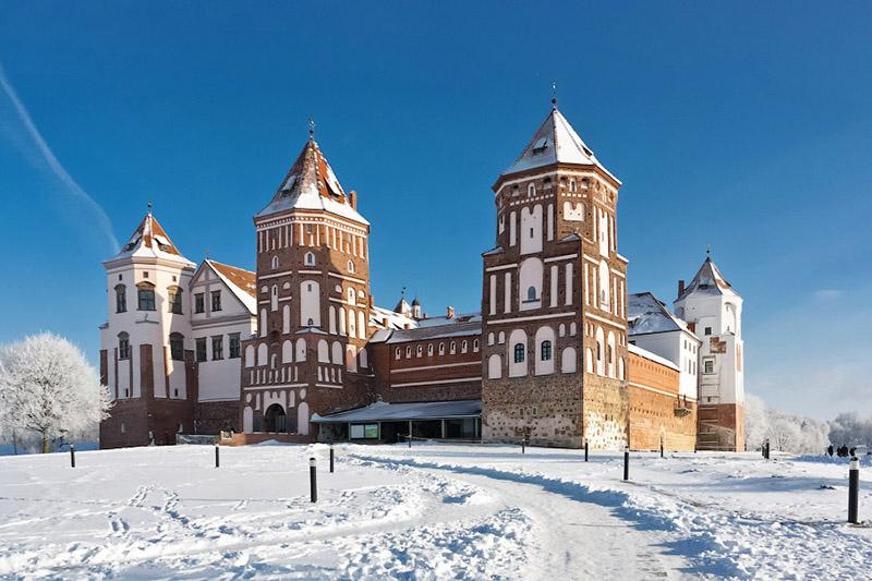 Картинки по запросу мирский замок зима